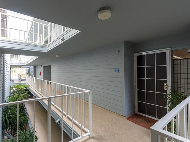 Closed | 240 The Village #206 Redondo Beach, CA 90277 3