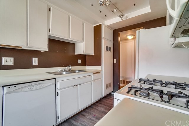 Pending | 1242 E 4th Street #5 Long Beach, CA 90802 9