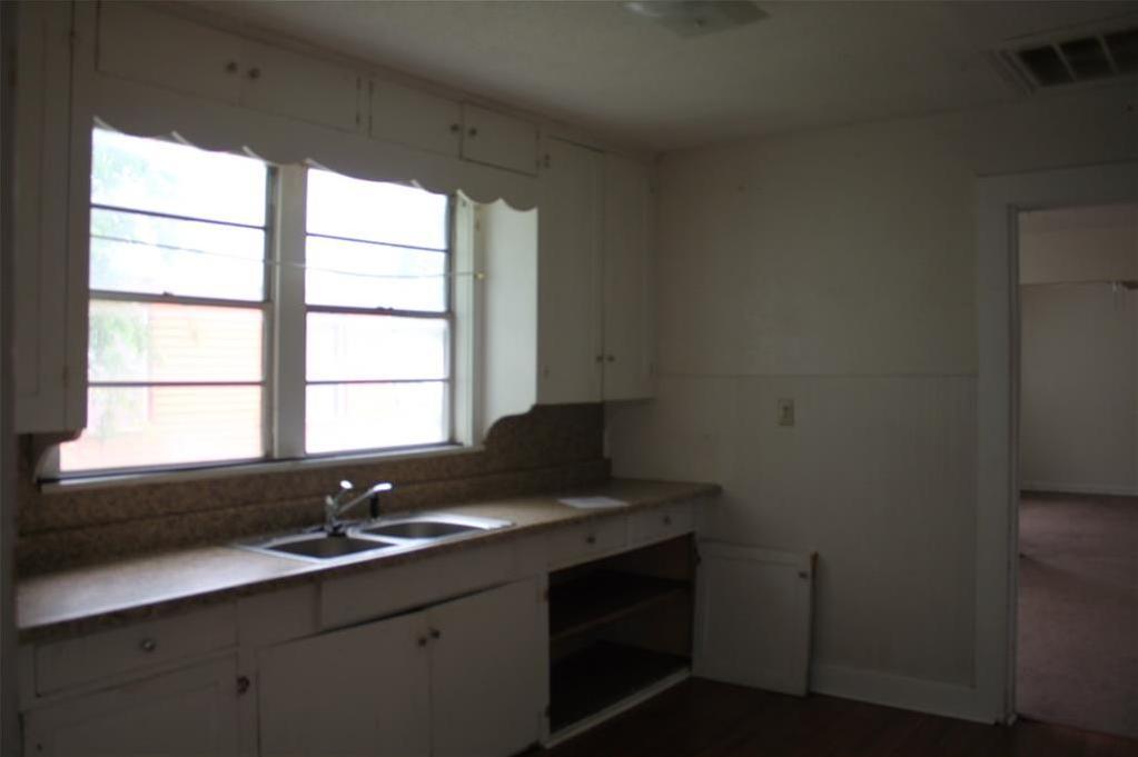 Sold Property | 221 Macarthur Boulevard Grand Prairie, Texas 75050 9
