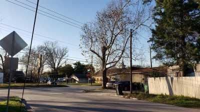 Active | 6202 N Main Street Houston, Texas 77009 2