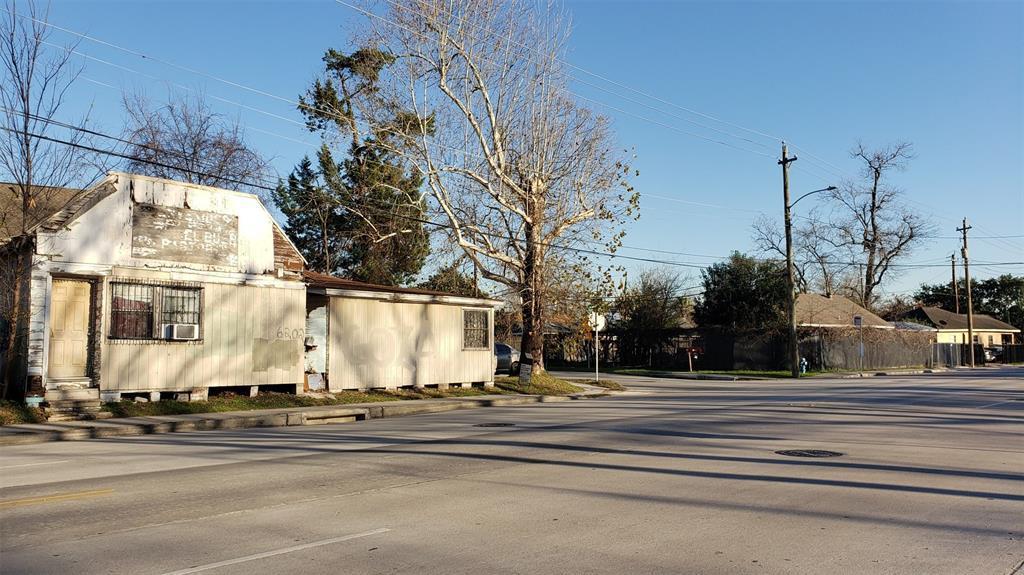 Off Market | 6202 N Main Street Houston, Texas 77009 3