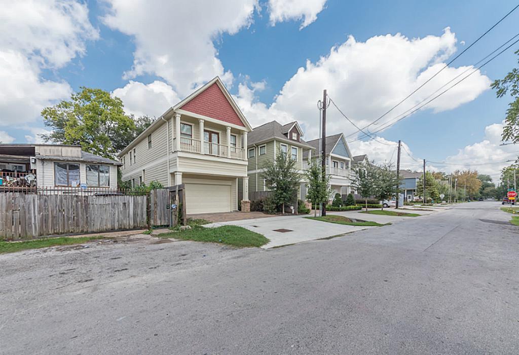 Off Market | 6202 N Main Street Houston, Texas 77009 9