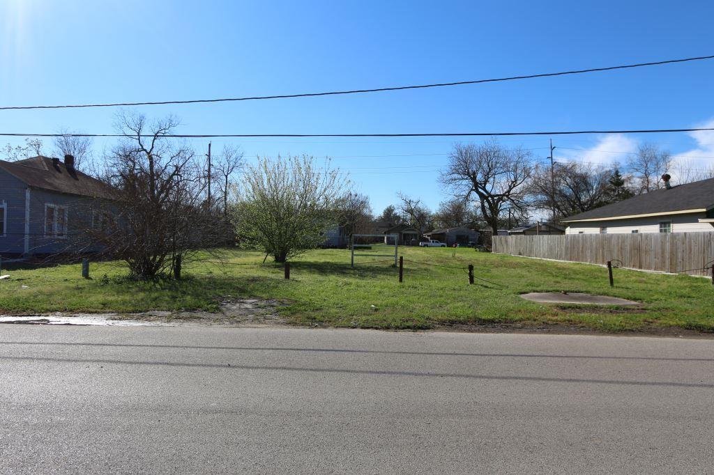 Off Market | 2205 Maury Street Houston, TX 77026 1