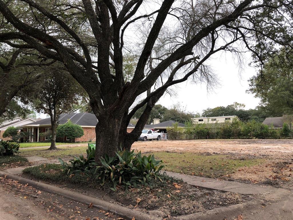 Pending | 8922 Ferris Drive Houston, TX 77096 4