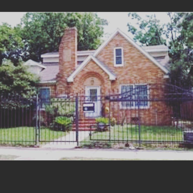 Off Market   3015 Cleburne Street Houston, Texas 77004 1