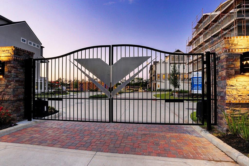 Off Market | 2641 Fountain Key Boulevard Houston, Texas 77008 7