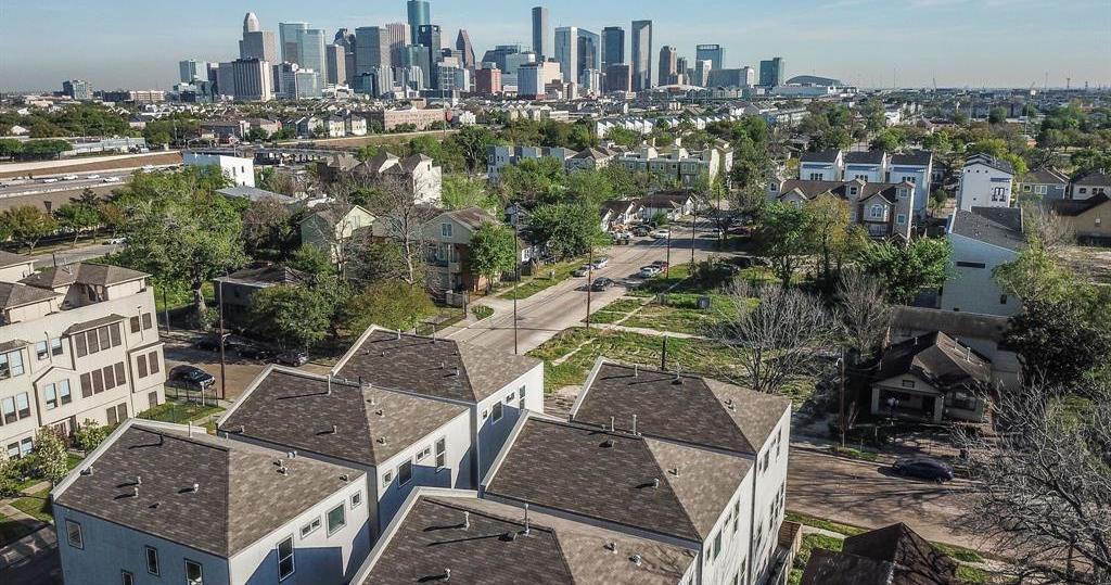 Off Market | 2201 Holman Street Houston, Texas 77004 4