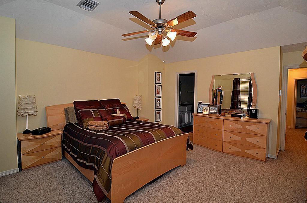 Off Market | 2118 Stacy Glen Houston, Texas 77008 9