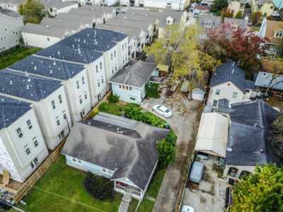 Active   1015 W 24th Street Houston, Texas 77008 20