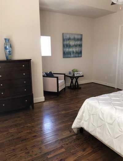 Active | 2332 W Hutchins Street Houston, Texas 77004 4