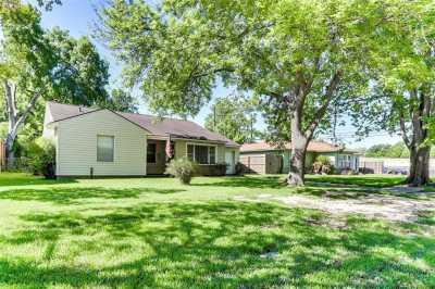 Off Market   4627 Maple Street Bellaire, Texas 77401 1