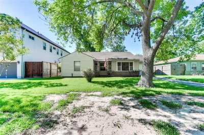 Off Market   4627 Maple Street Bellaire, Texas 77401 4