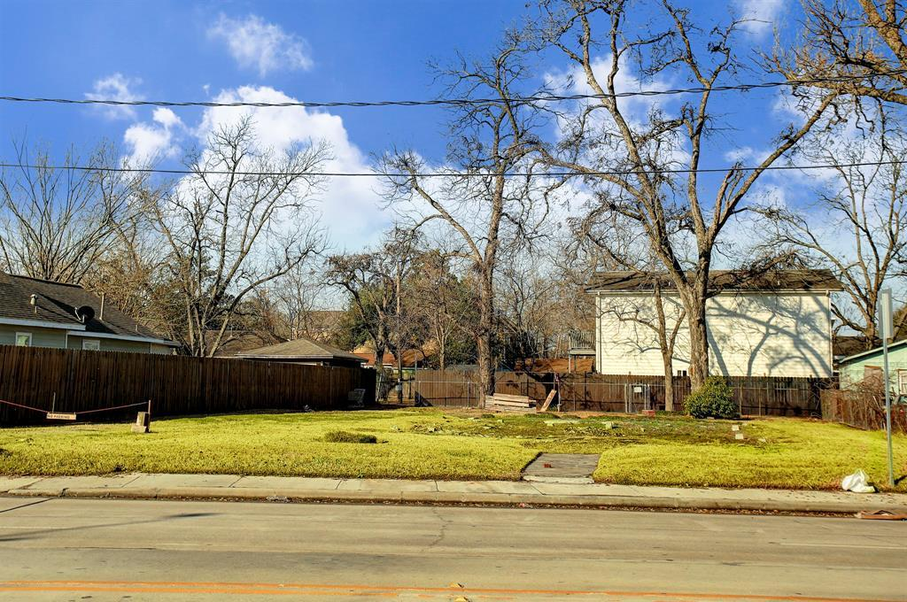 Off Market   6815 N Main Street Houston, TX 77009 4