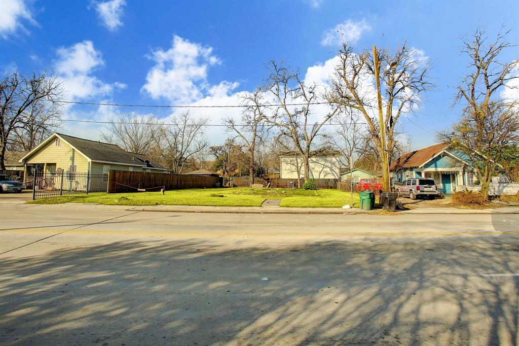Off Market   6815 N Main Street Houston, TX 77009 7