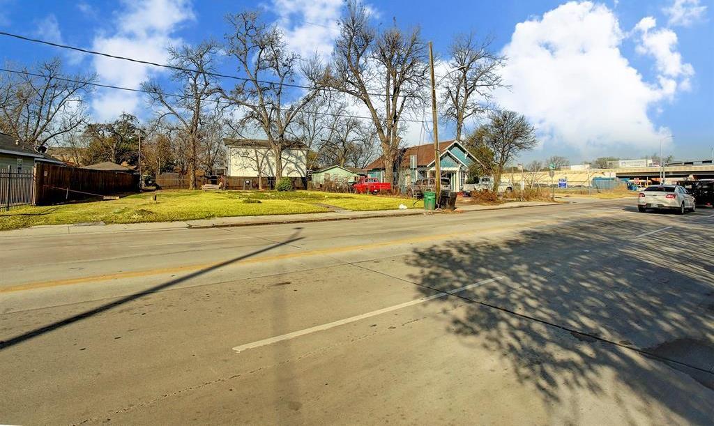 Off Market   6815 N Main Street Houston, TX 77009 8