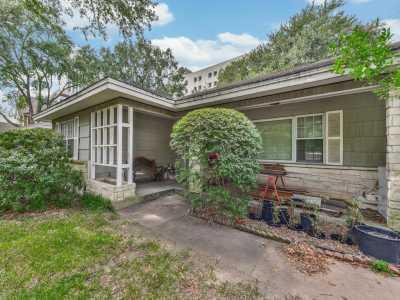Active | 3722 Las Palmas  Houston, Texas 77027 4