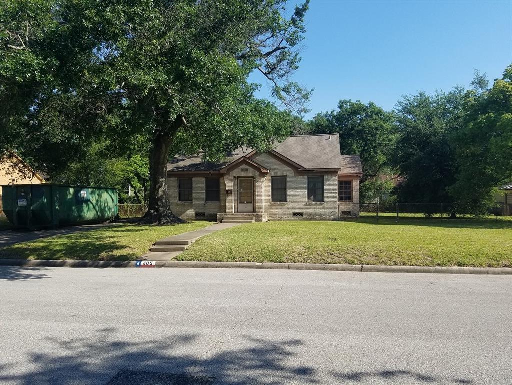 Off Market | 205 Avenue Of Oaks Street Houston, Texas 77009 1