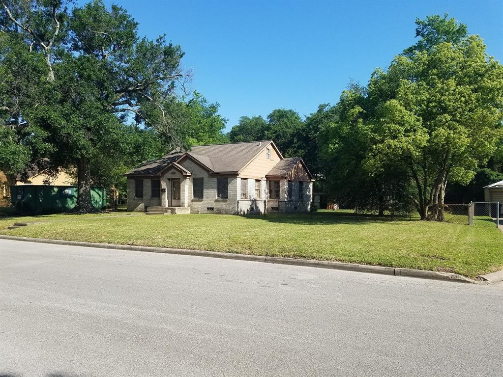 Off Market | 205 Avenue Of Oaks Street Houston, Texas 77009 2