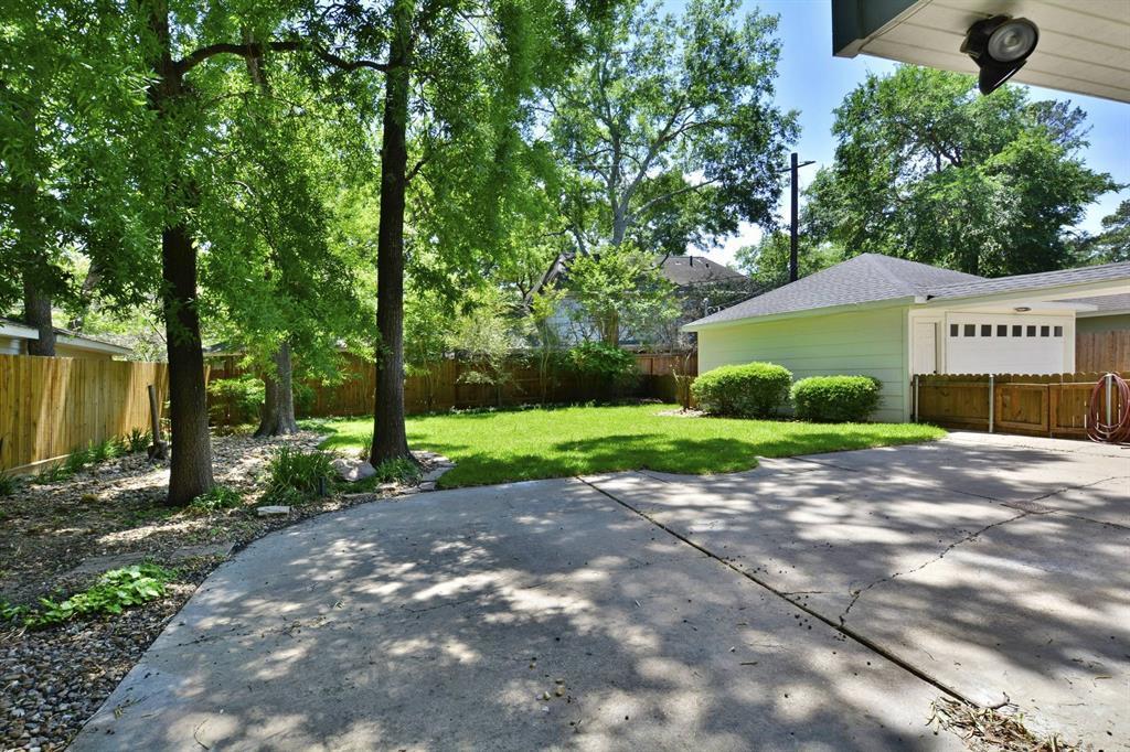 Off Market   15115 Camelback Court Houston, Texas 77079 15