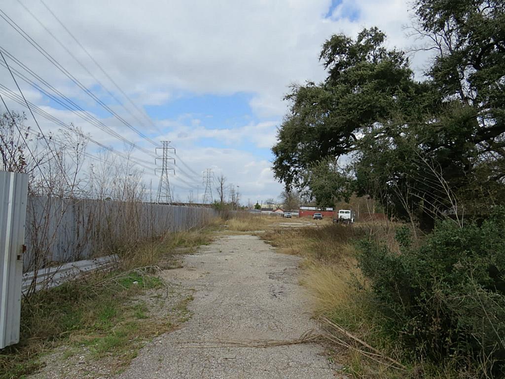 Off Market   1717 Bennington Street Houston, TX 77093 10