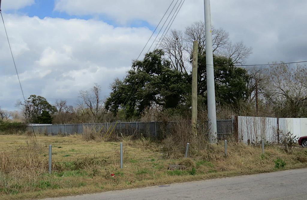 Off Market   1717 Bennington Street Houston, TX 77093 11