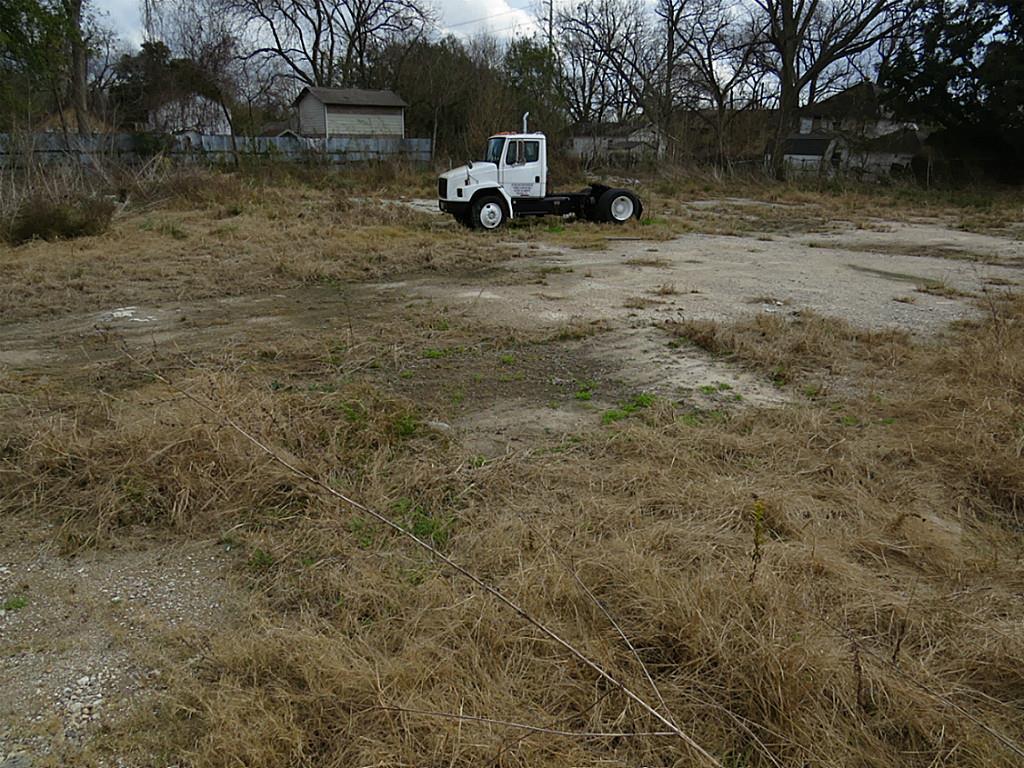 Off Market   1717 Bennington Street Houston, TX 77093 7