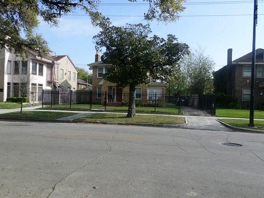 Off Market | 2501 Blodgett Street Houston, Texas 77004 2