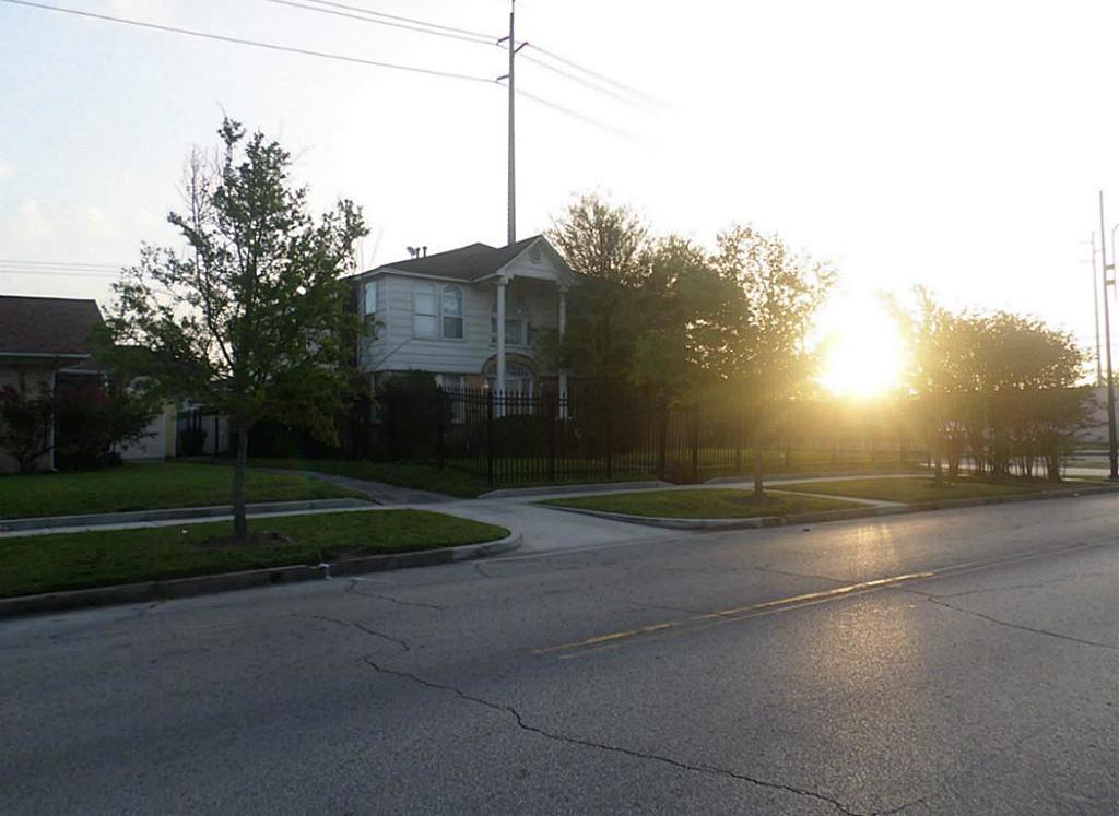 Off Market | 2501 Blodgett Street Houston, Texas 77004 5