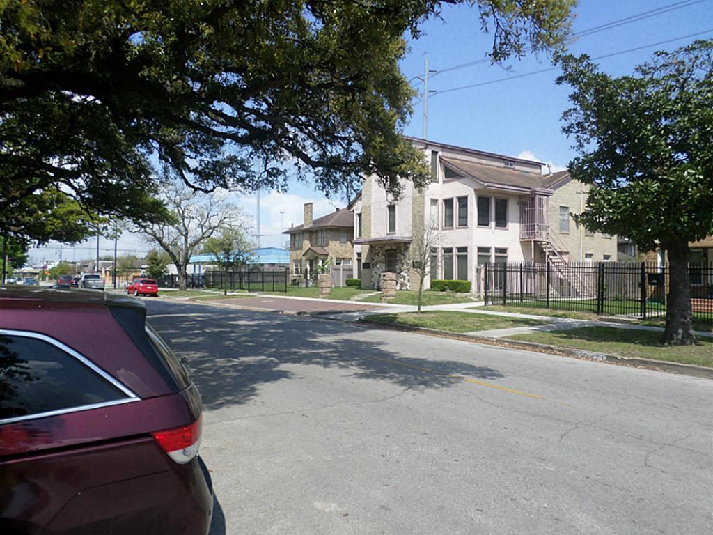 Off Market | 2501 Blodgett Street Houston, Texas 77004 8