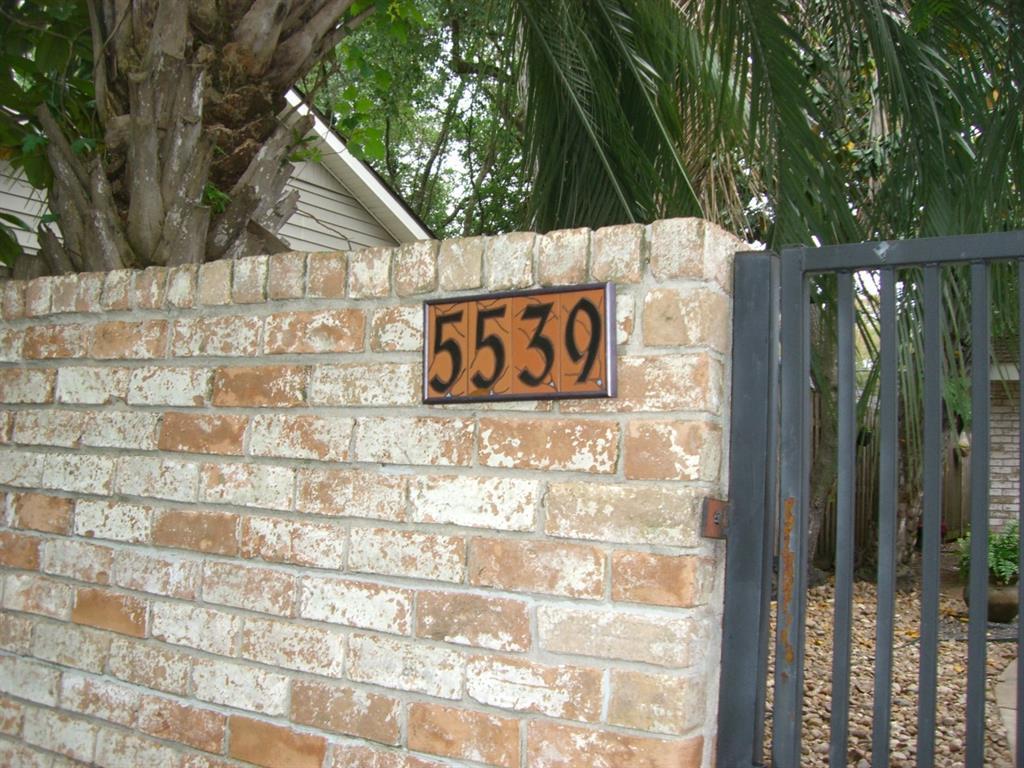 Off Market   5539 Queensloch Drive Houston, Texas 77096 3