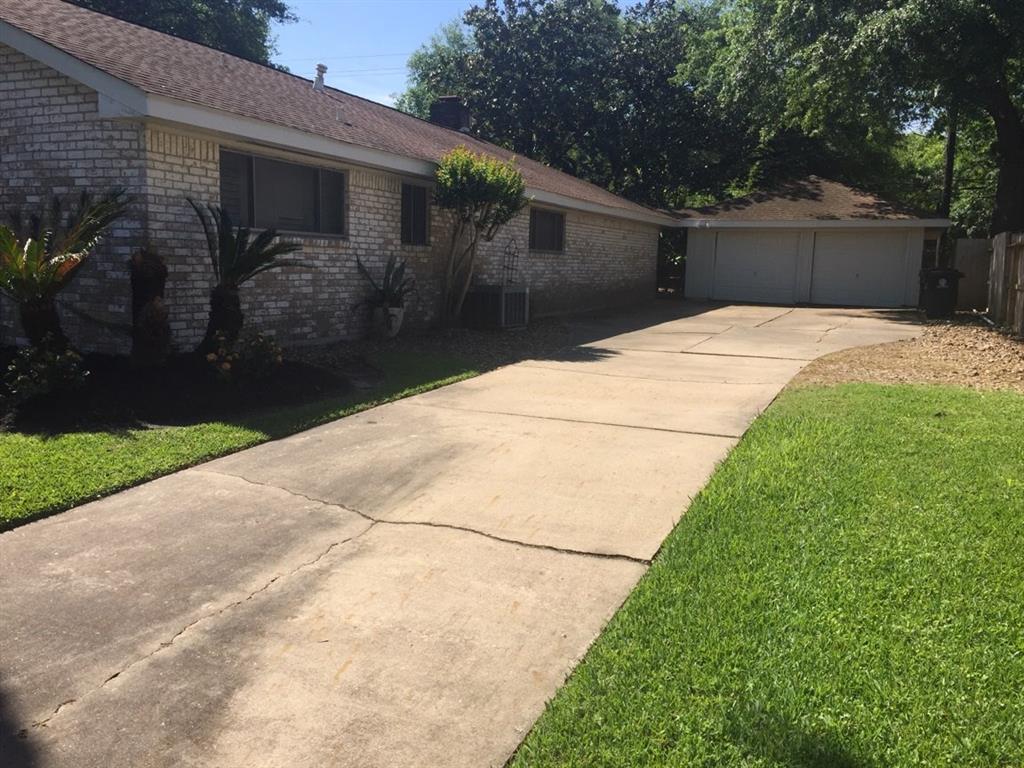 Off Market   5539 Queensloch Drive Houston, Texas 77096 23