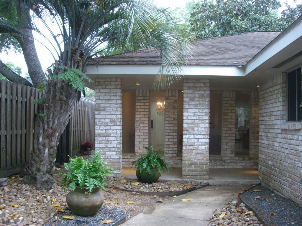 Off Market   5539 Queensloch Drive Houston, Texas 77096 4