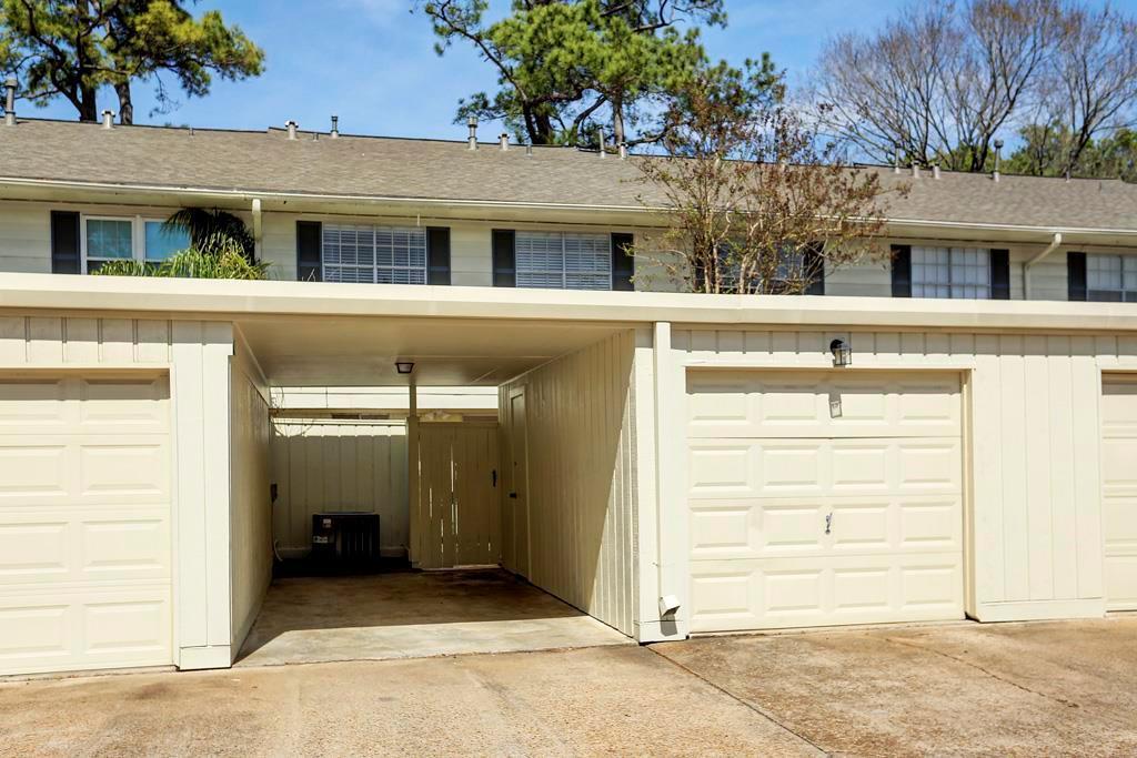 Off Market   407 Bendwood Drive #38 Houston, Texas 77024 22