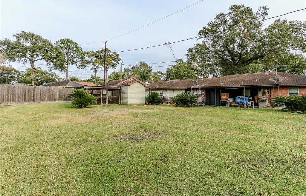 Pending Continue to Show | 1306 W 31st Street Houston, Texas 77018 1