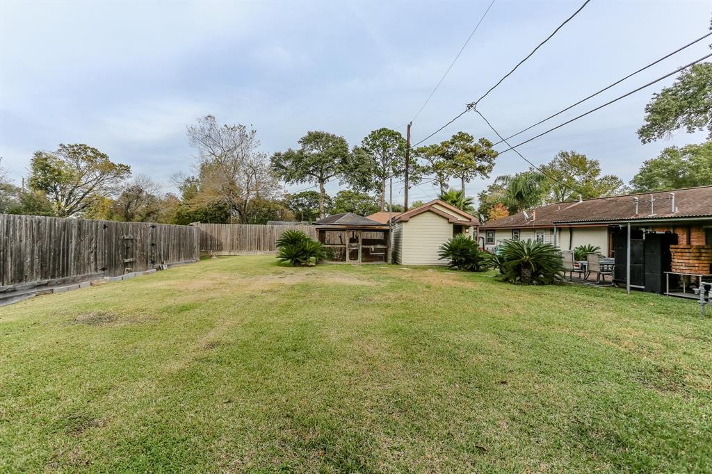 Pending Continue to Show | 1306 W 31st Street Houston, Texas 77018 2
