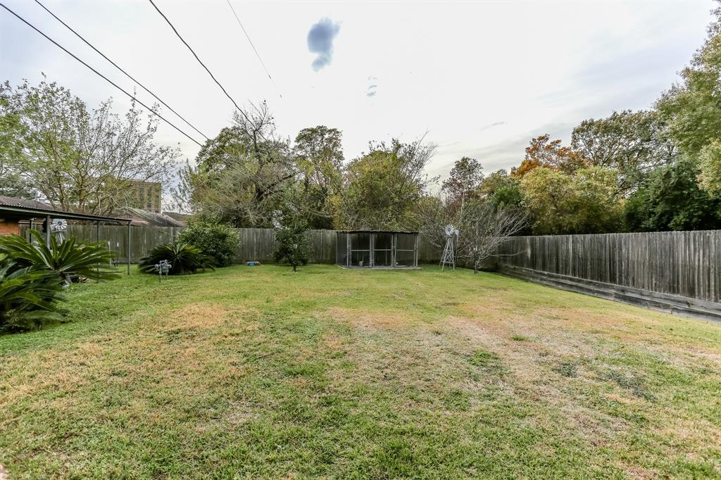 Pending Continue to Show | 1306 W 31st Street Houston, Texas 77018 3