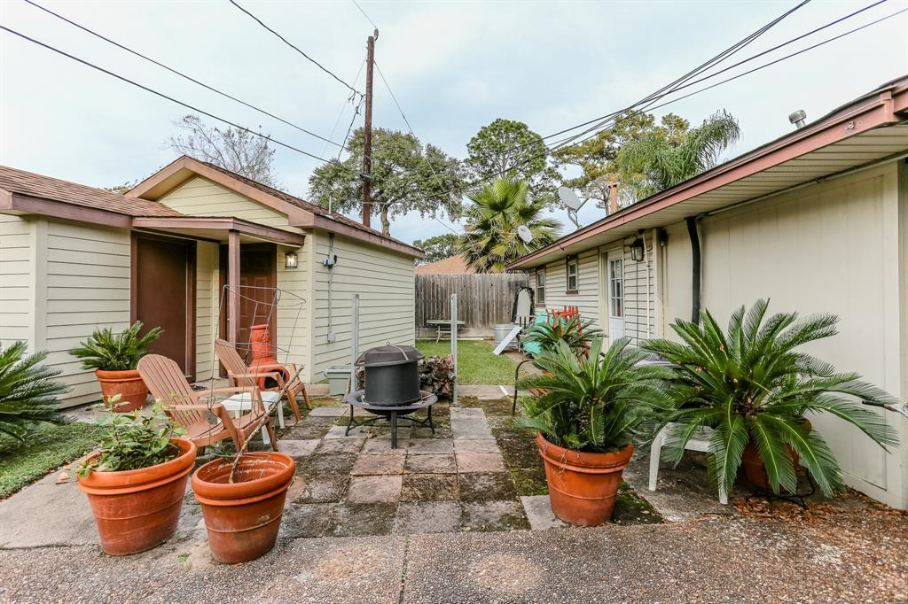Pending Continue to Show | 1306 W 31st Street Houston, Texas 77018 4