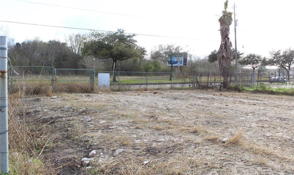 Active | 4626 W Fuqua Street Houston, TX 77045 3