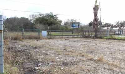 Active | 4626 W Fuqua Street Houston, Texas 77045 3