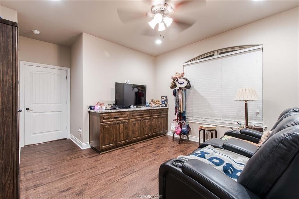 Active   4367 Quiet Waters Lane North Zulch, Texas 77872 31
