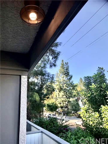 Active Under Contract   18620 Hatteras  Street #203 Tarzana, CA 91356 14