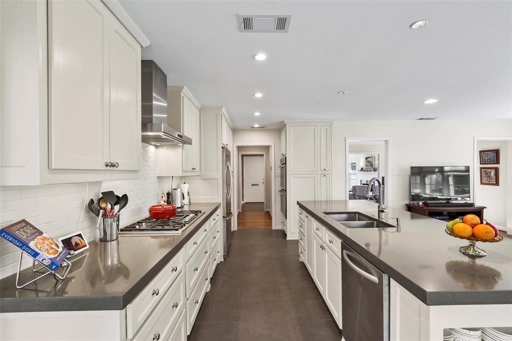 Active Option Contract | 827 W Greenbriar  Lane Dallas, TX 75208 8