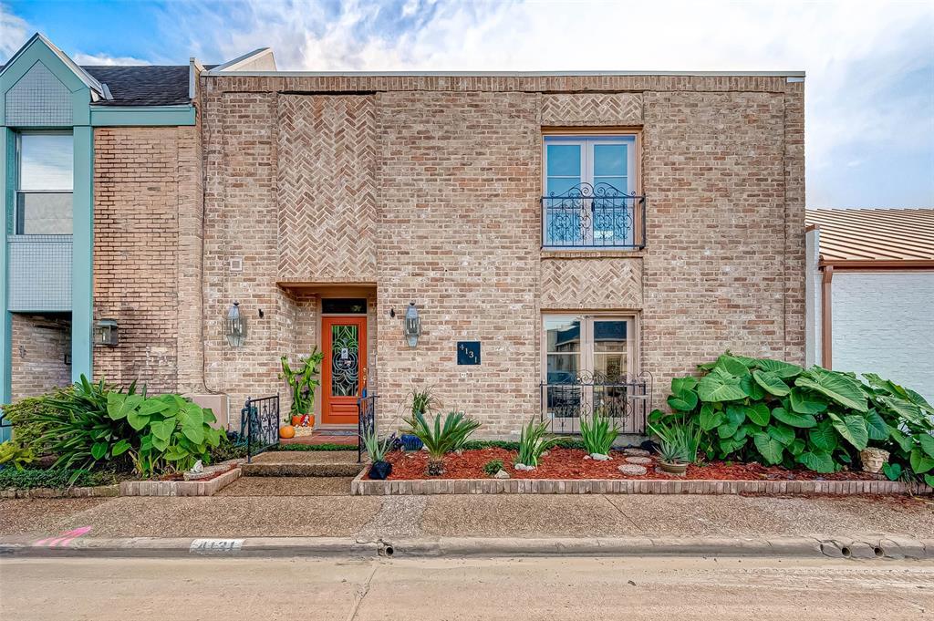 Pending | 4131 Meyerwood Drive Houston, Texas 77025 1