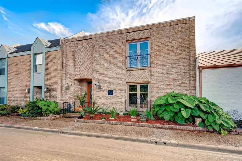 Pending | 4131 Meyerwood Drive Houston, Texas 77025 2