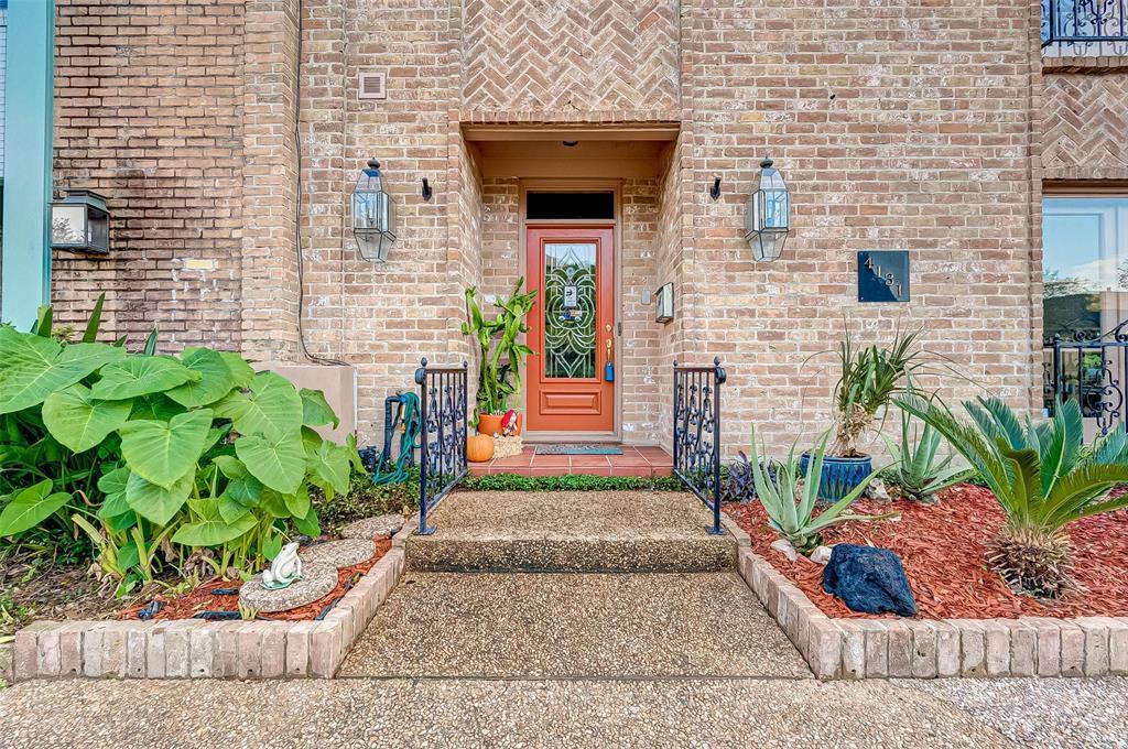 Pending | 4131 Meyerwood Drive Houston, Texas 77025 4