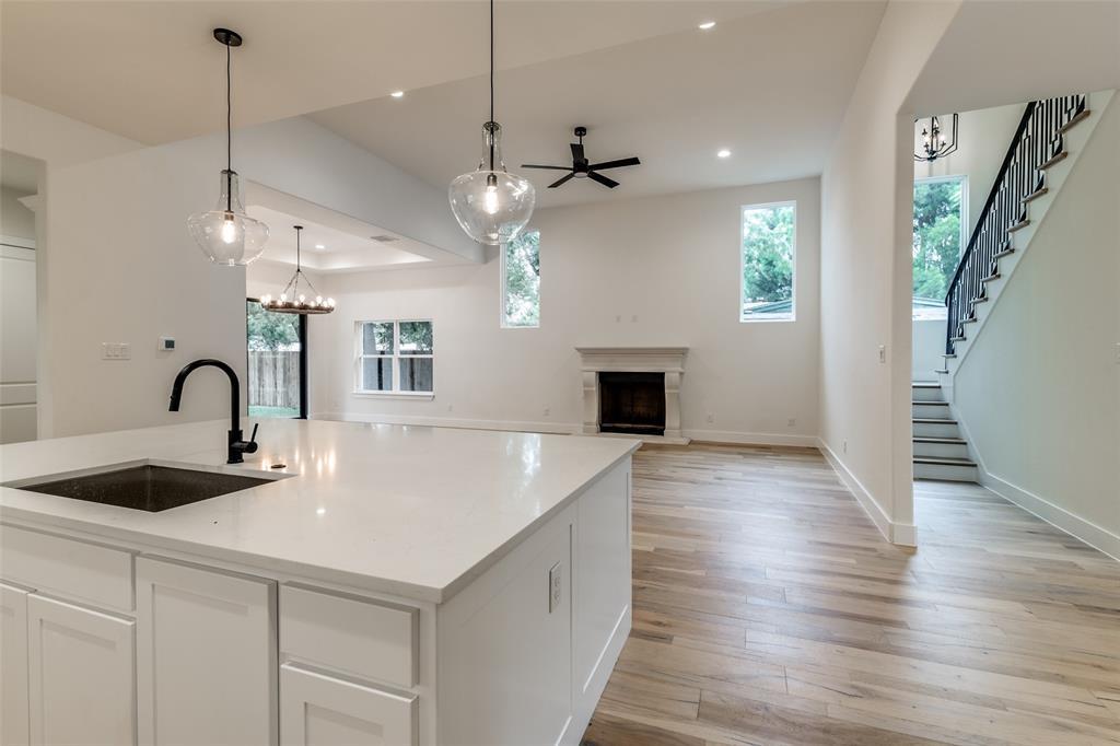 Active Option Contract   5813 Lyle  Street Westworth Village, TX 76114 11