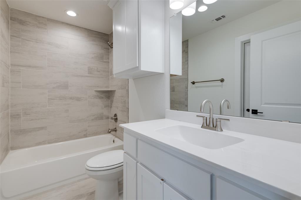 Active Option Contract   5813 Lyle  Street Westworth Village, TX 76114 21