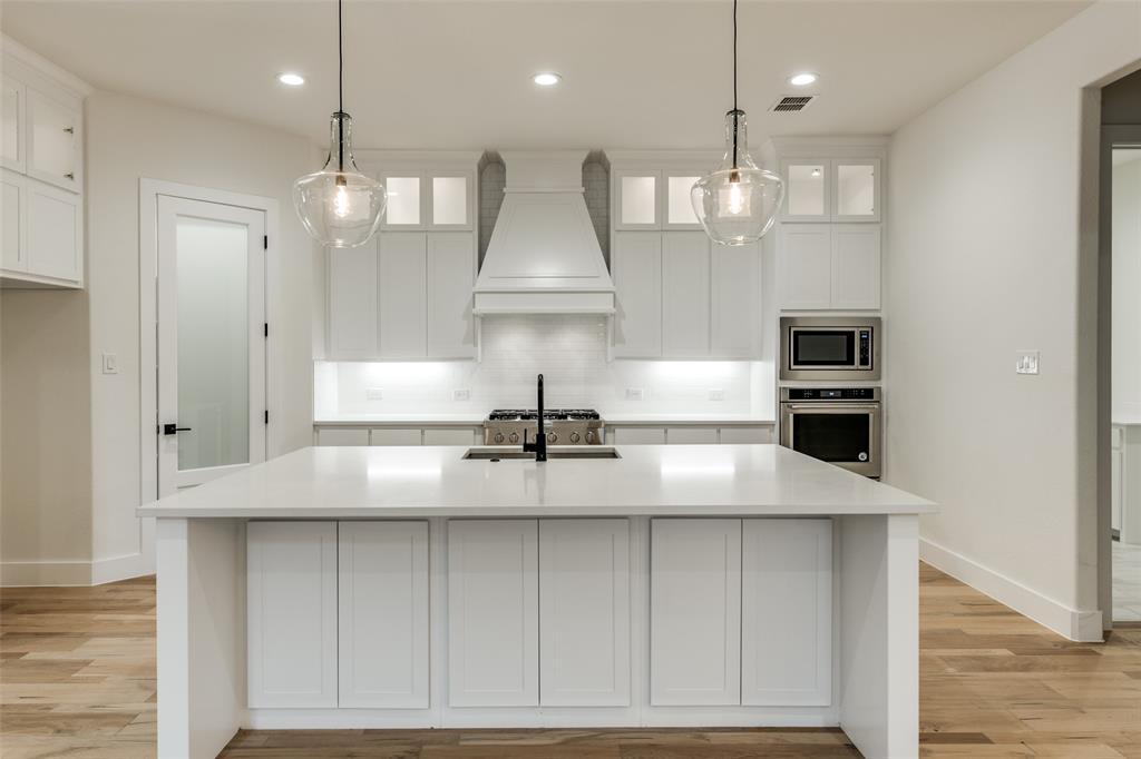 Active Option Contract   5813 Lyle  Street Westworth Village, TX 76114 8