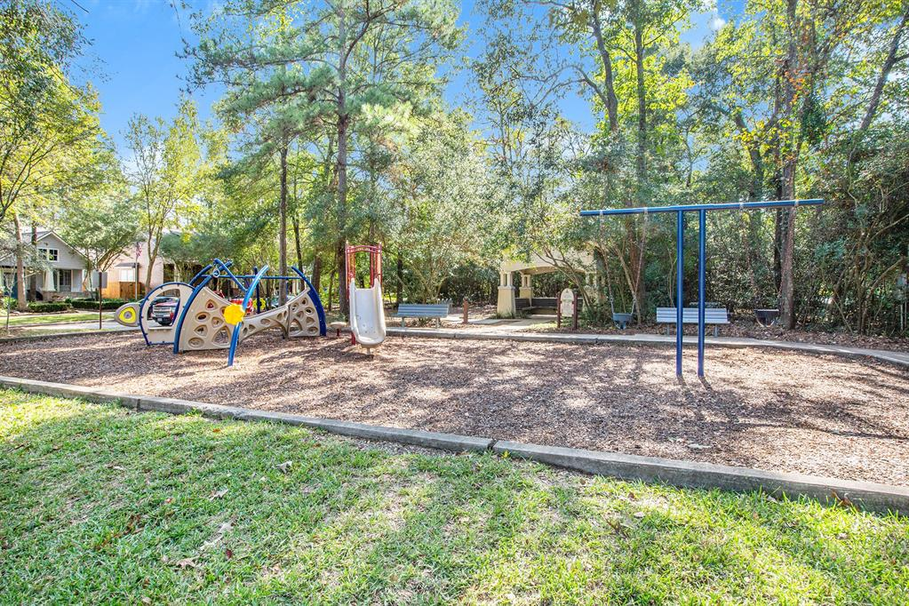 Active | 7 W Cottage Green  Street The Woodlands, TX 77382 33