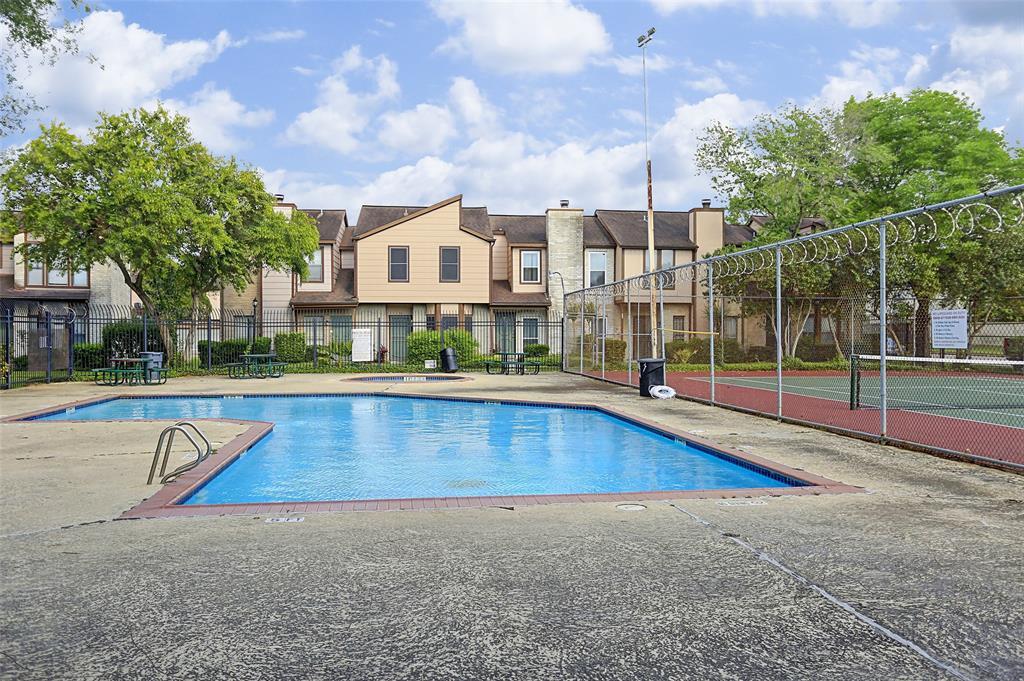 Pending | 12500 Brookglade Circle #153 Houston, Texas 77099 32